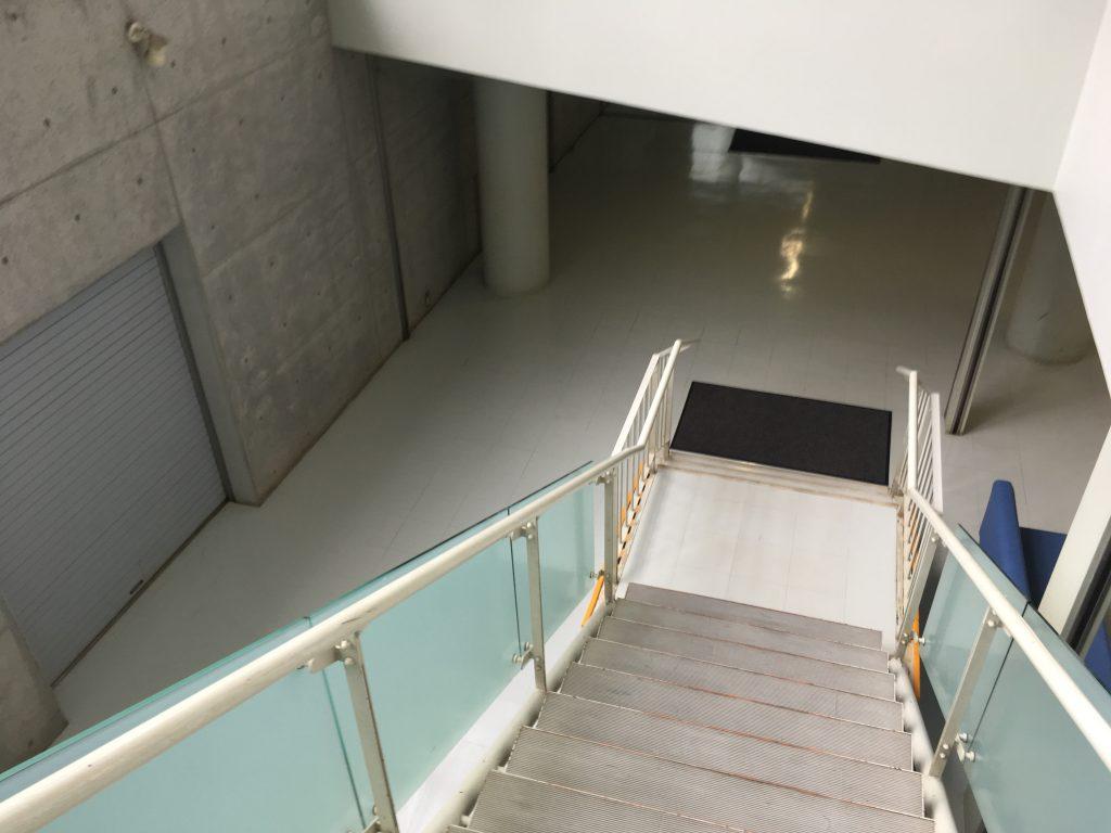 千歳温水プール地下階段