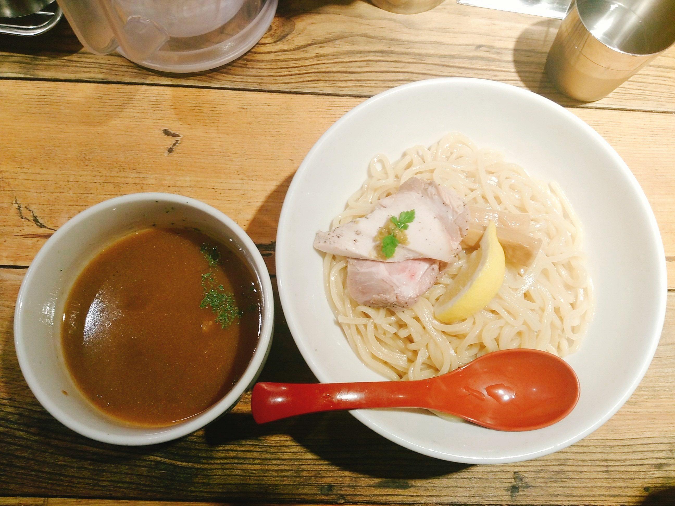 西新宿は愛の貧乏脱出大作戦で有名な麺屋翔に行ってきた