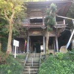イキナリぱっと現れる荘厳な様式の建物「岩室観音堂」